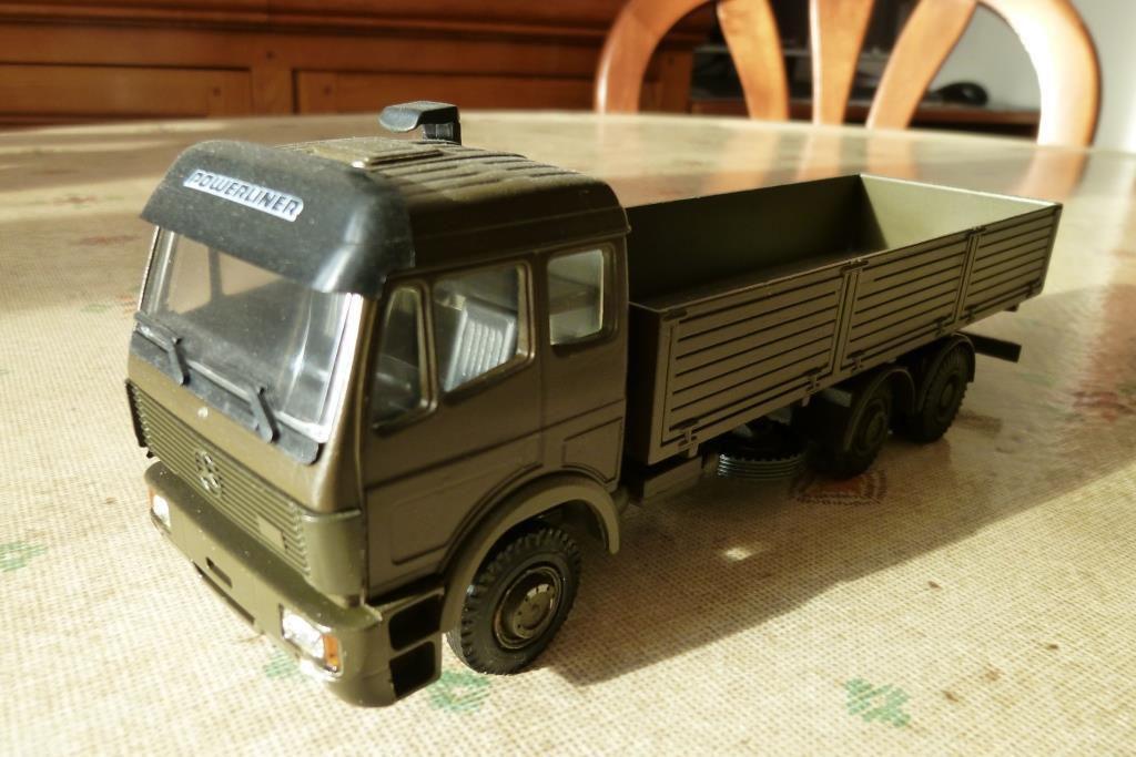 Mercedes caisse ridelles, DAF 400 fourgon et DAF 85 transport de munitions sur base Lion Car (par Hervé C.)