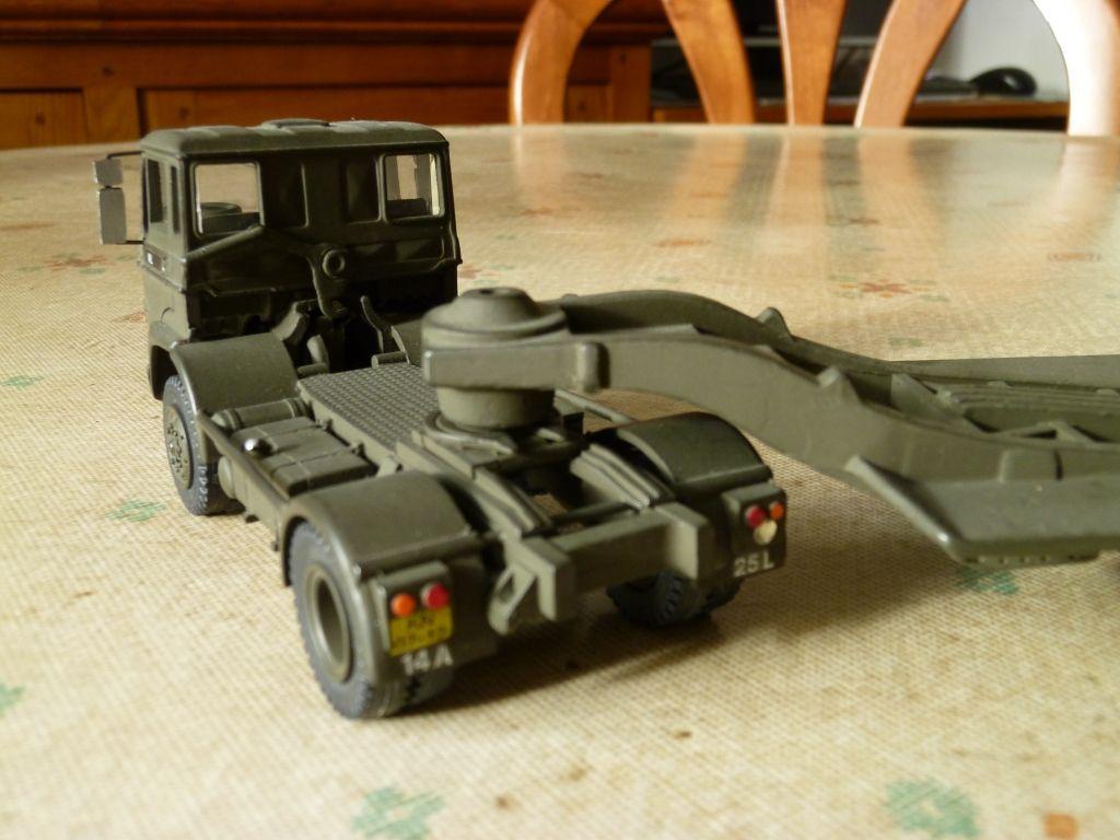 Modif : Tracteur DAF et semi-remorque porte-char sur base Lion Car (par Hervé C.)