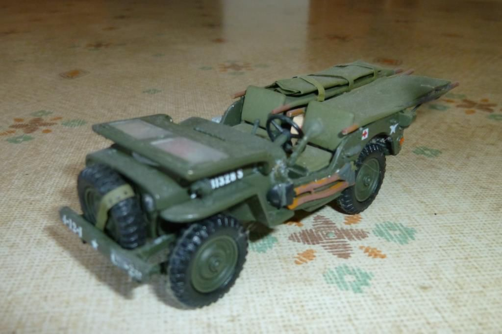 Jeep Willys ambulance au 1/43 sur base Victoria (par Hervé C.)