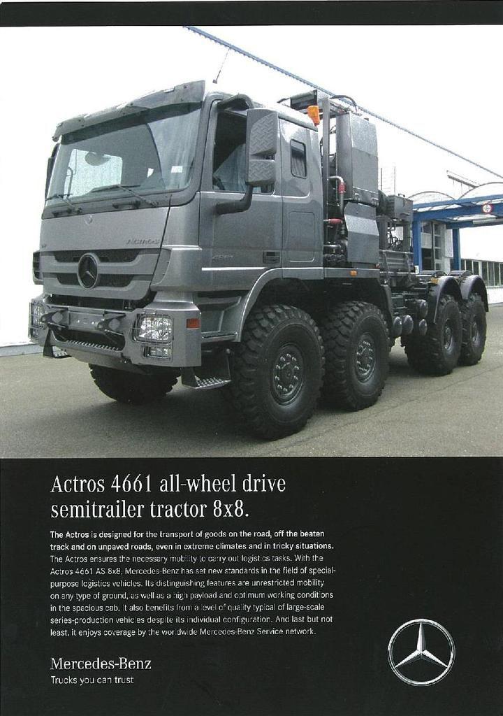 Véhicules et matériels : le stand Mercedes (Eurosatory 2016)