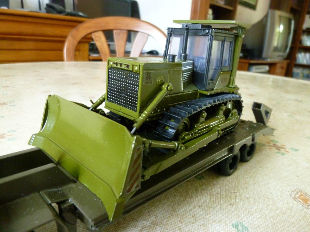 Ural 44202 porte-char et Bulldozer CHTZ au 1/43 (par Hervé C.)