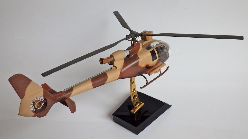 Hélicoptère Gazelle au 1/32 (Michel Loiseau)