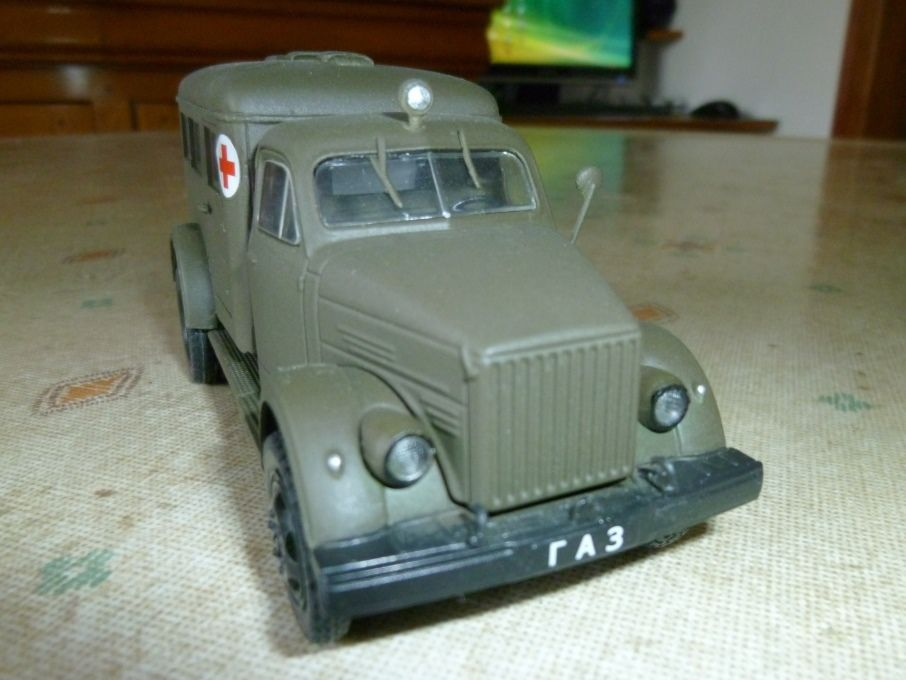 Modif : GAZ-63 ambulance &quot&#x3B;AS1&quot&#x3B; au 1/43 (par Hervé C.)