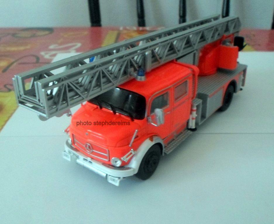 Echelle pivotante automatique de 30M Metz dlk 30 sur Mercedes L1519/48 au 1/43 (Hachette/Ixo)