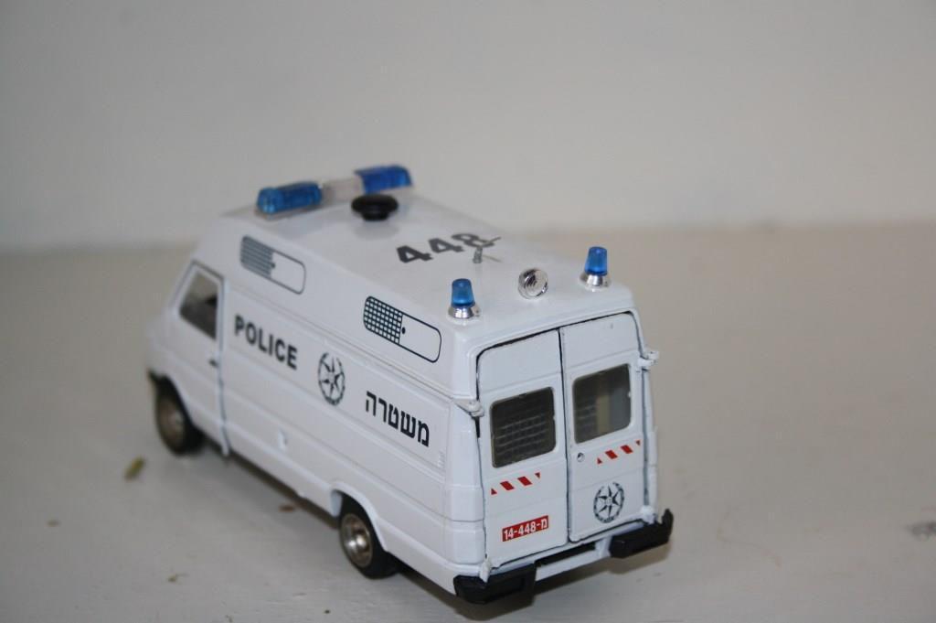 Iveco Daily transport de détenus au 1:43 (par Frédéric R.)