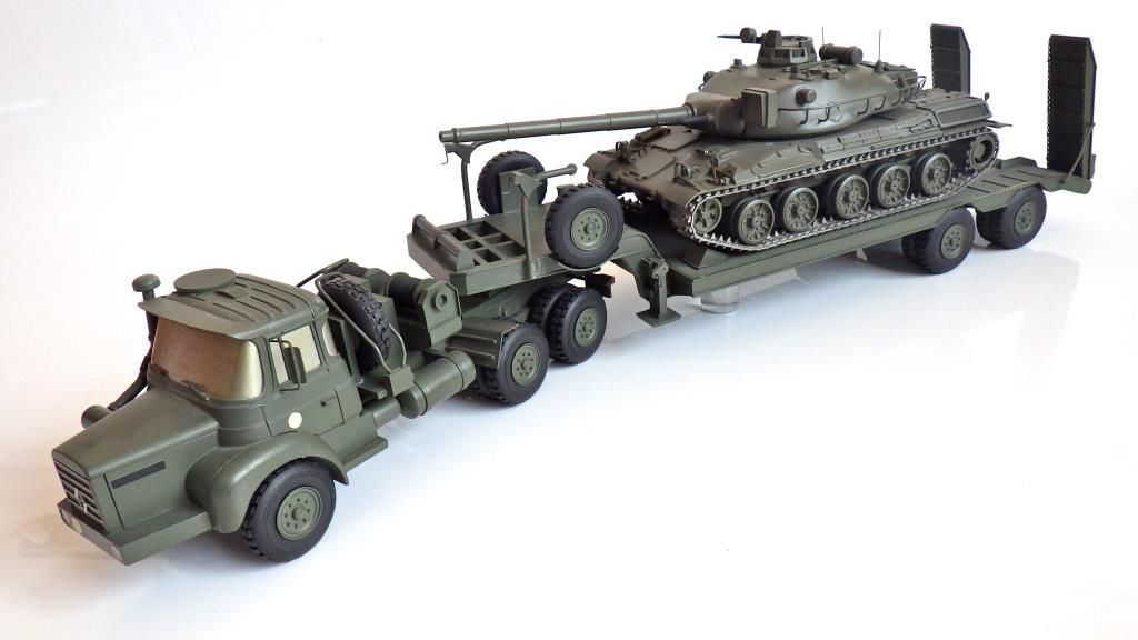 Renautlt TRM 12 000 porte-char au 1/32 (par Jérôme Hadacek)