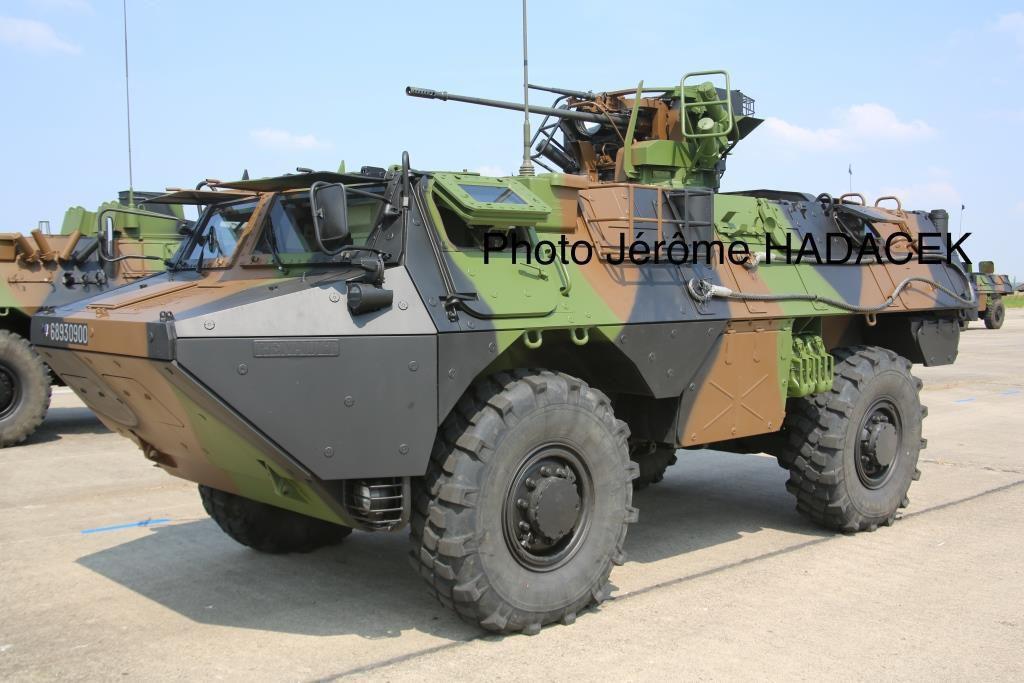 VAB équipé du canon TA20/13. Il s'agit du même véhicule à quelques années de différence… un hasard