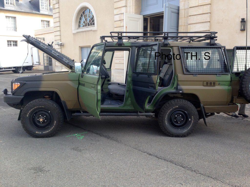 Véhicule&amp&#x3B;matériels : le Toyota Land Cruiser...