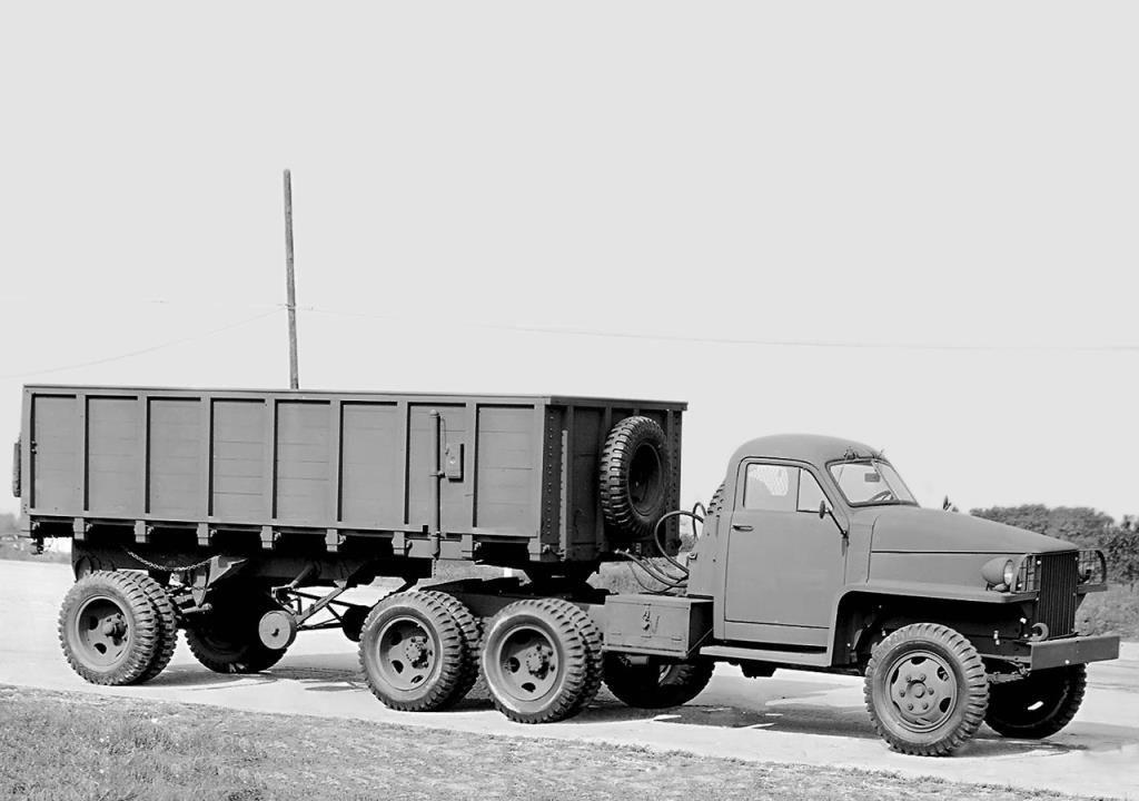 Tracteur Studebaker US6  6x4 avec sa semi-remorque cargo (par Hervé C.)