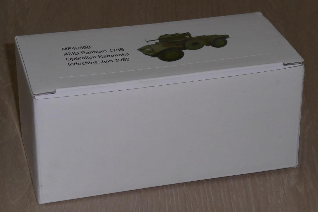 La boîte, excemptionnellement en carton, qui protège bien la miniature des aléas du transport...