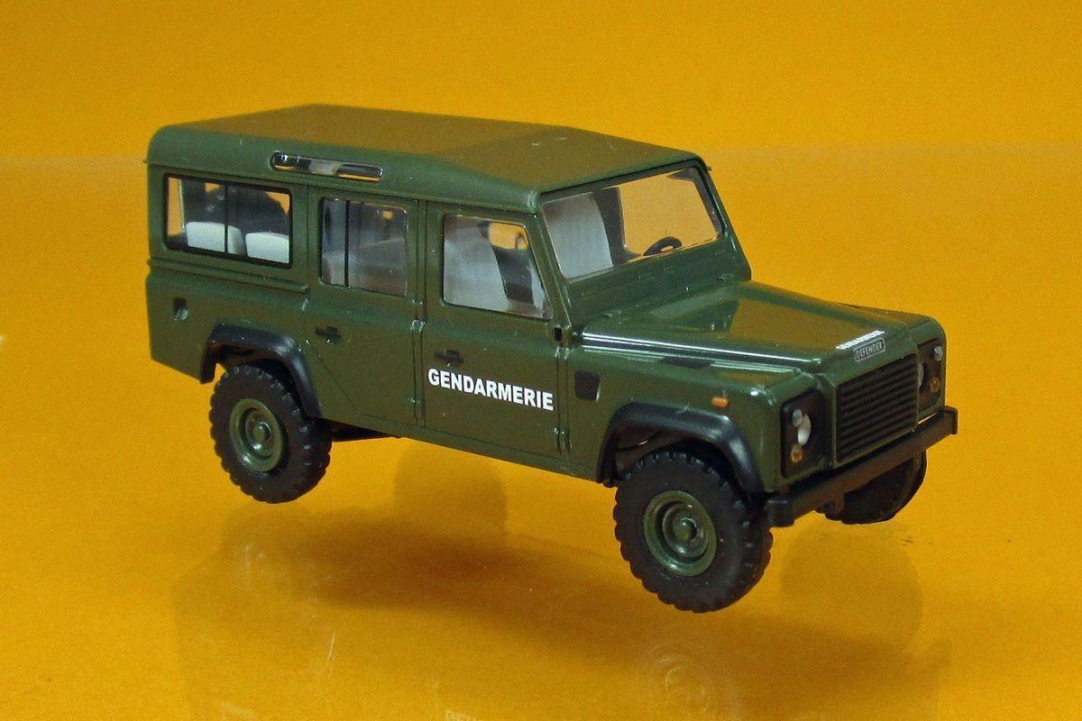 Land Rover Defender gendarmerie au 1:87 (Busch)