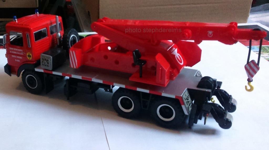 Camion-grue  de 15 tonnes CAFL GIC 106 sur saviem EPG des sapeurs-pompiers du NORD (Hachette/Ixo)