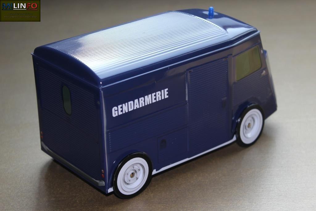 Citroën H et Renault Estafette Gendarmerie... en tôle !