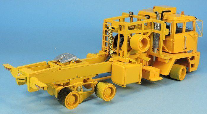 Tracteurs de semi-remorque Kenworth 953 et MOL F7066 au 1/50 (par Elodie)