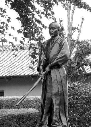 Kamiizumi Nobutsuna avec un fukuro shinaï