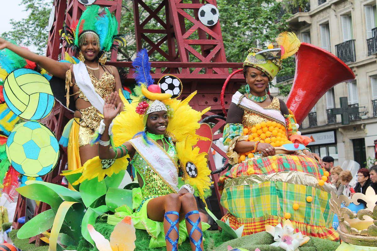 La reine, la mini-reine et la reine-mère du carnaval tropical 2016
