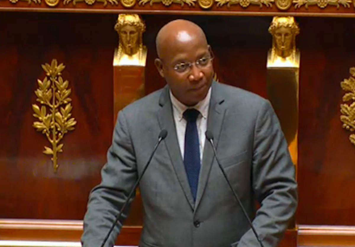 Gabriel Serville, rapporteur de la commission des affaires étrangères, à la tribune de l'Assemblée nationale jeudi 30 juin