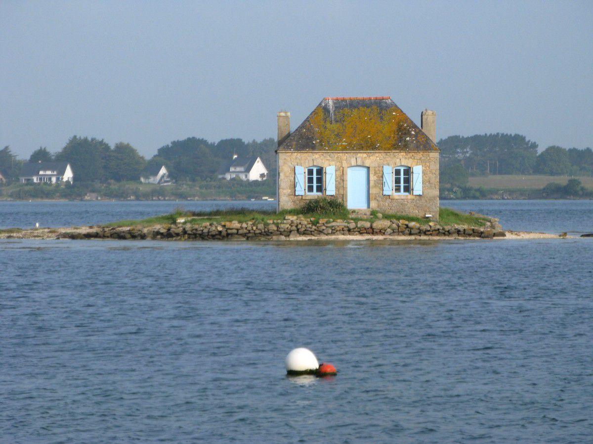 L'îlot de Nichtarguer est une minuscule bande de terre sur la rivière d'Etel,