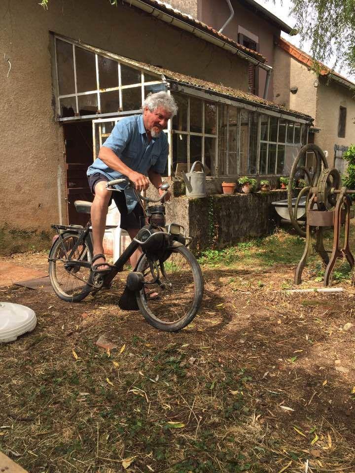 Le VéloSolex de Dominique Derain vigneron biodynamique respecte-t-il les principes de Steiner ? Michel Onfray vélosolexologue répond…