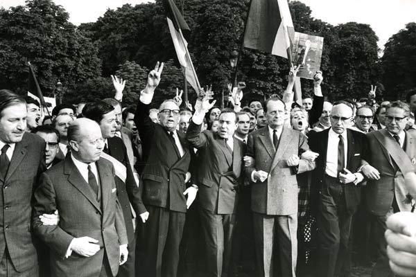 Le pouvoir est dans la rue : de Gaulle n'est pas seul, Fillon va-t-il faire bégayer l'Histoire dimanche au Trocadéro ?