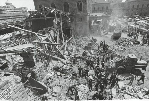 Le 2 Août 1980 dans la salle d'attente des 2e classe de la gare de Bologne l'un des attentats les plus sanglants du XXème siècle : 85 morts et 207 blessés.