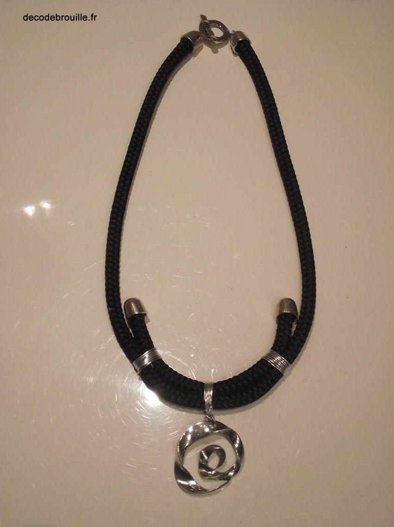 Le pendentif est une récup d'un collier acheté 1 € sur le marché !