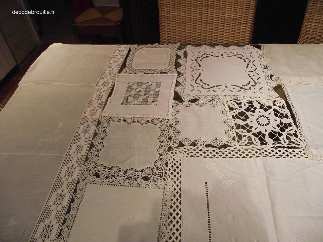 Créer un rideau avec des napperons et des mouchoirs