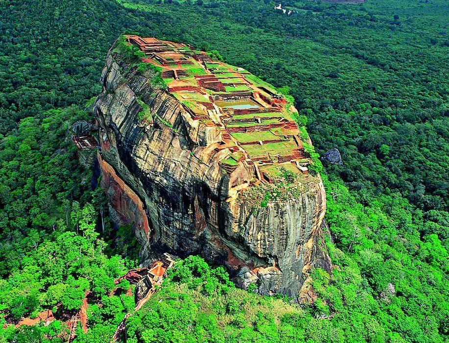 Les incroyables gardiens du rocher de Sigirîya… !