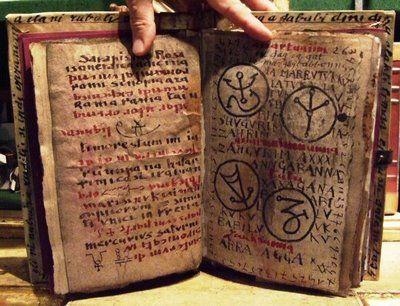 Le Nécronomicon  &quot&#x3B;Le livre des noms morts&quot&#x3B; ...