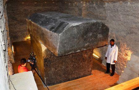 Sarcophage géant...