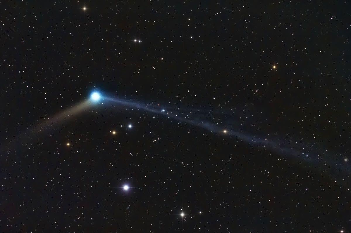 La comète Catalina a été photographiée avec un reflex Canon 60D et une lunette FSQ106. Temps de pose de 14 minutes.