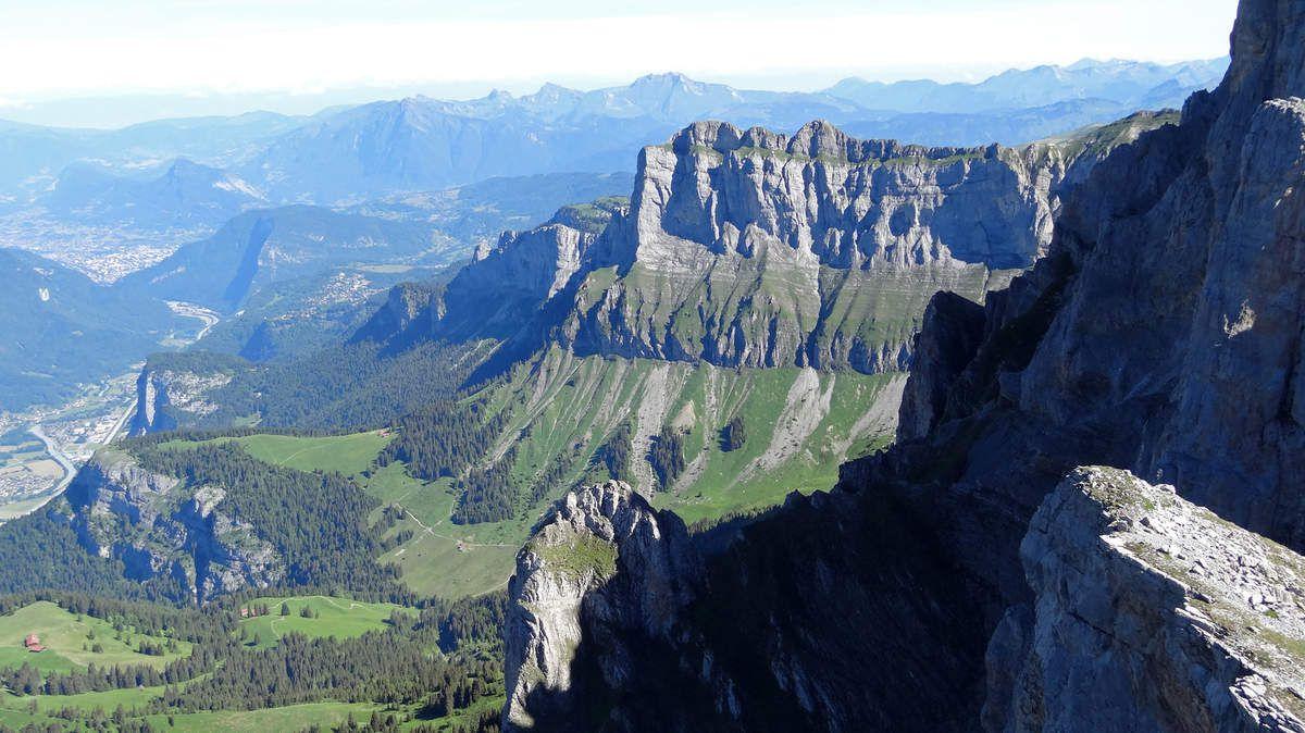 Vue sur la montagne de Véran