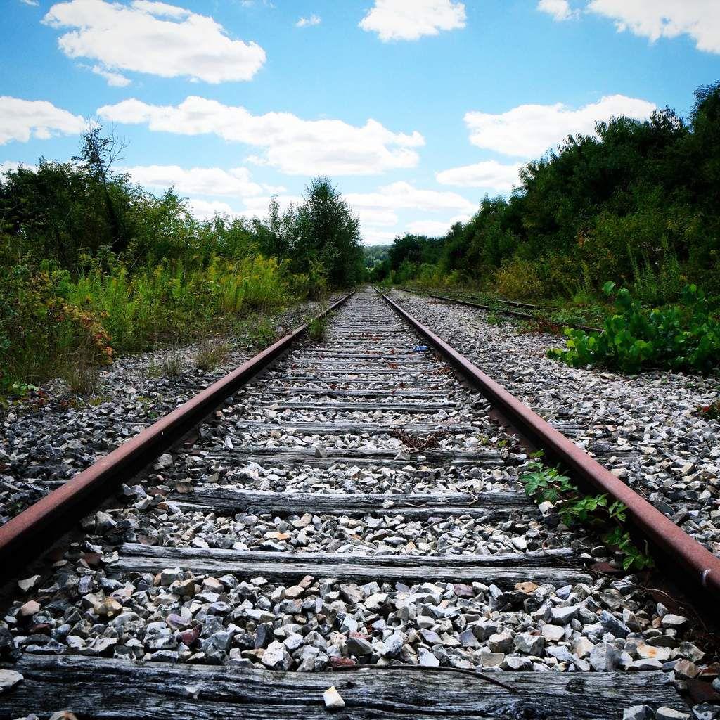 Sur la voie ferrée