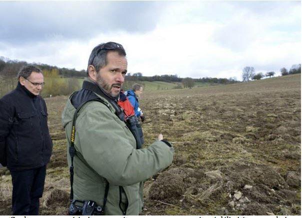 Ce champ retourné était encore récemment un verger pâturé délimité par une haie, s'exaspère Stéphane Giraud, directeur d'Alsace Nature. Photo : DNA - G.E.