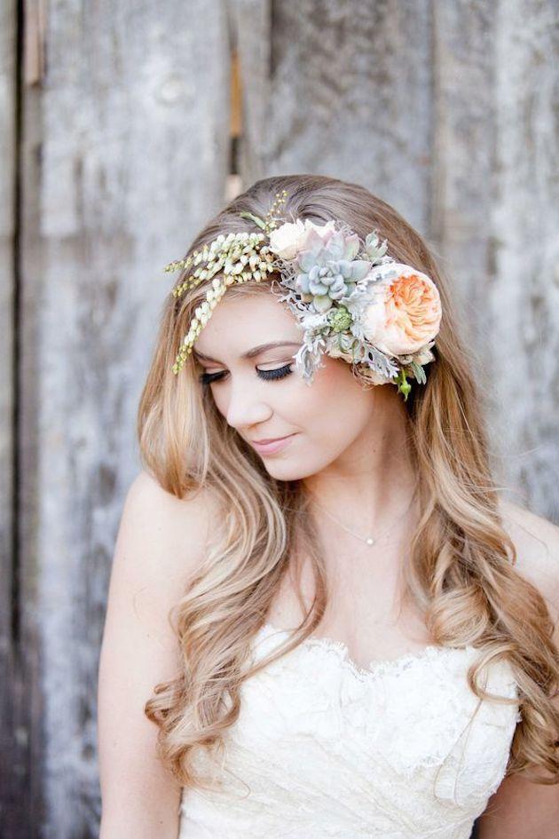 Astuces et idées pour coiffures de mariage avec des fleurs fraîches