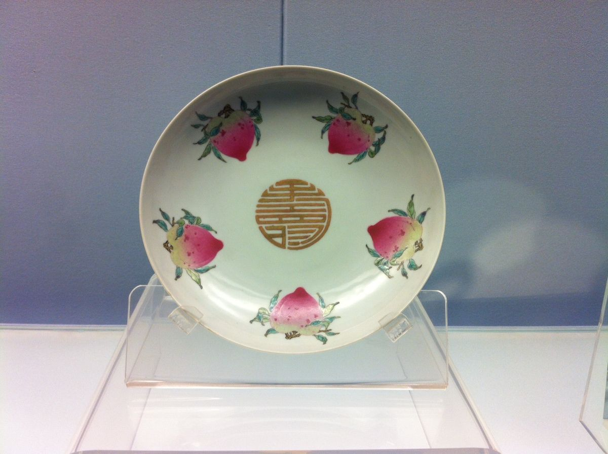 Dish with Fencai design of peaches Jingdezhen ware / Yongzheng Reign (A.D. 1723 - 1735), Qing