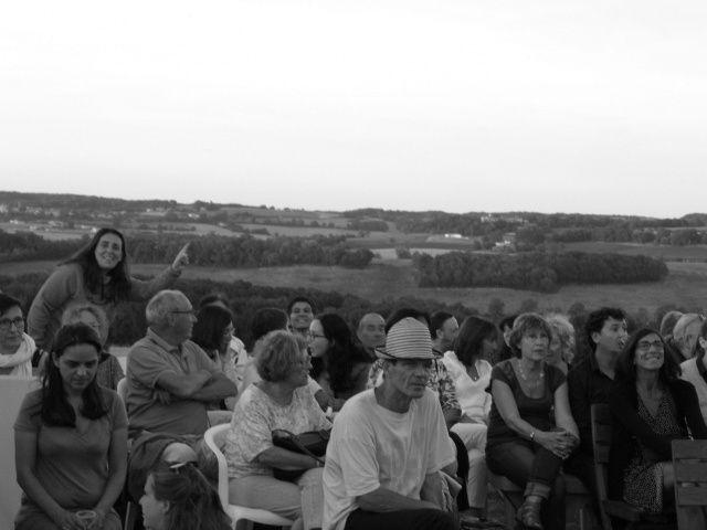 Soirée concert au pied du ponton avec Natasha Atlas, Ivan Hussey et Samy Hichai. Et le phare juste à gauche.  Merci Guy Capdeville, photographe globetrotteur, pour ces photos
