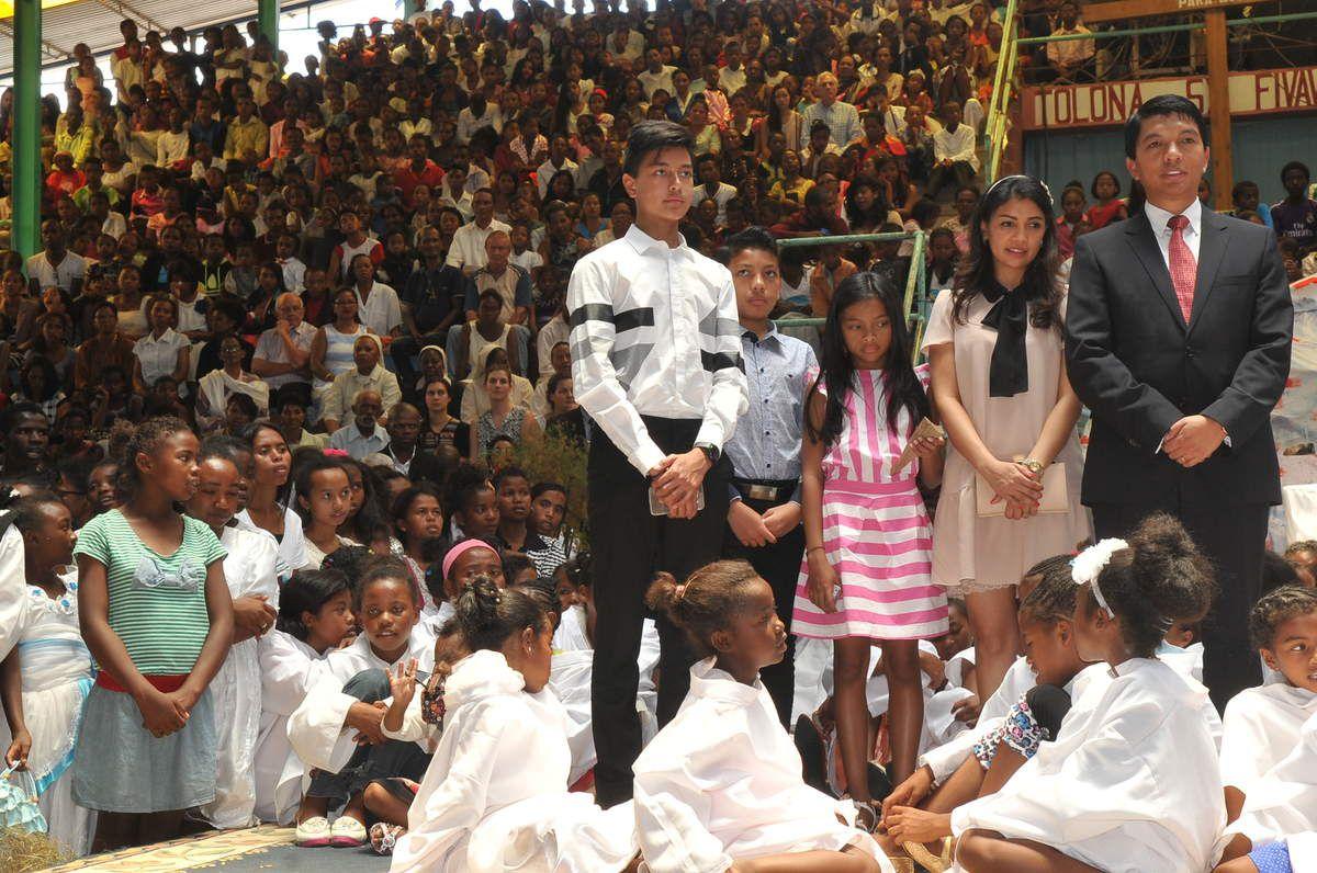 Andry Rajoelina et famille. Akamasoa: grande messe de Noël du 25 Décembre 2016