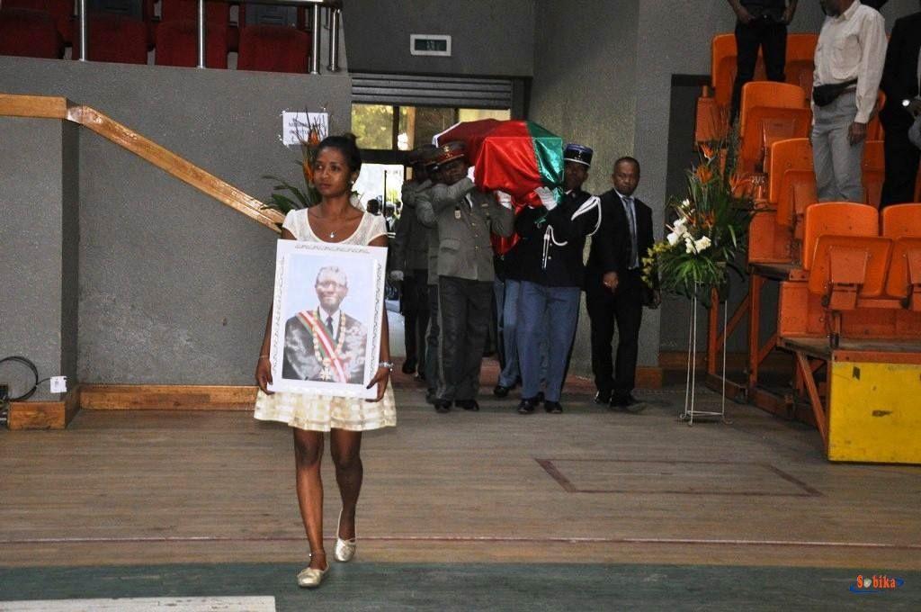 Andry Rajaoelina à l'arrivée de la dépouille mortelle du Pr Zafy Albert, au Palais des Sports