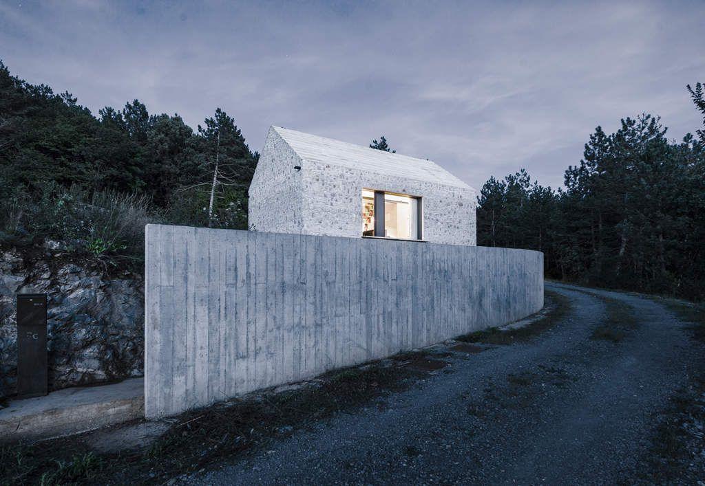COMPACT KARST HOUSE  by DEKLEVA GREGORIC ARCHITECTS / SLOVENIA