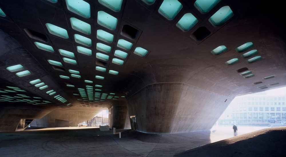 Phaeno Science Centre by Zaha Hadid : photo (c) Werner Huthmacher