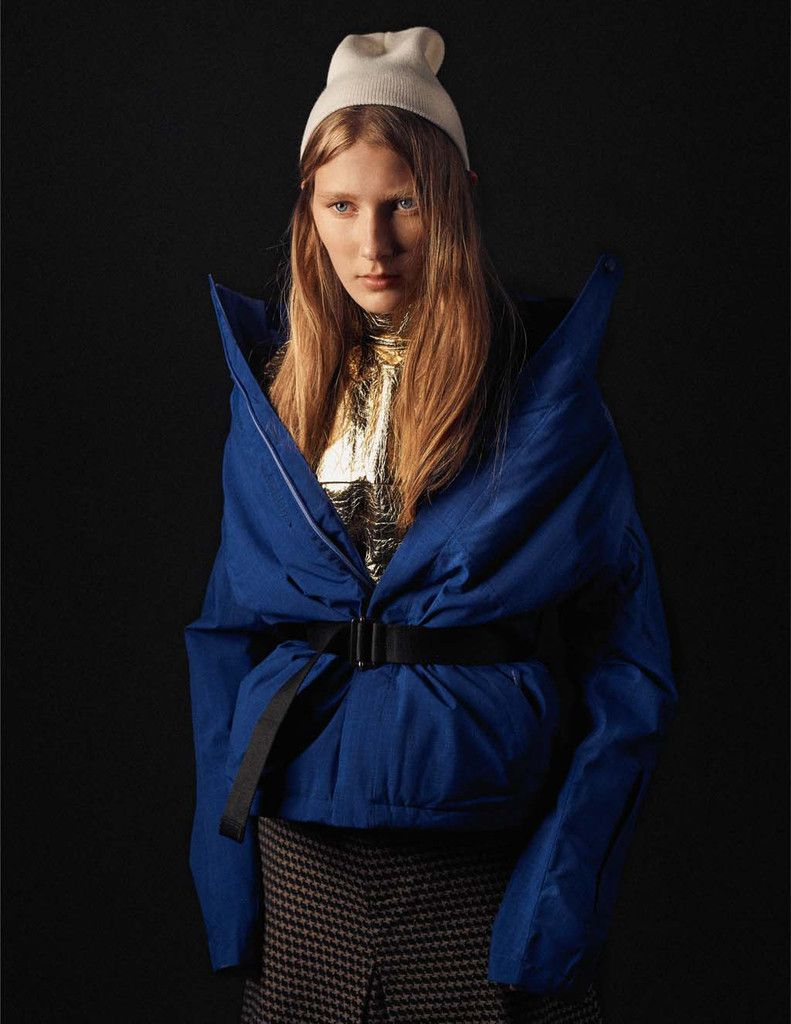 Inae wears top Gold Wagner Kallieno, skirt Joao Pimenta, jacket The North Face.