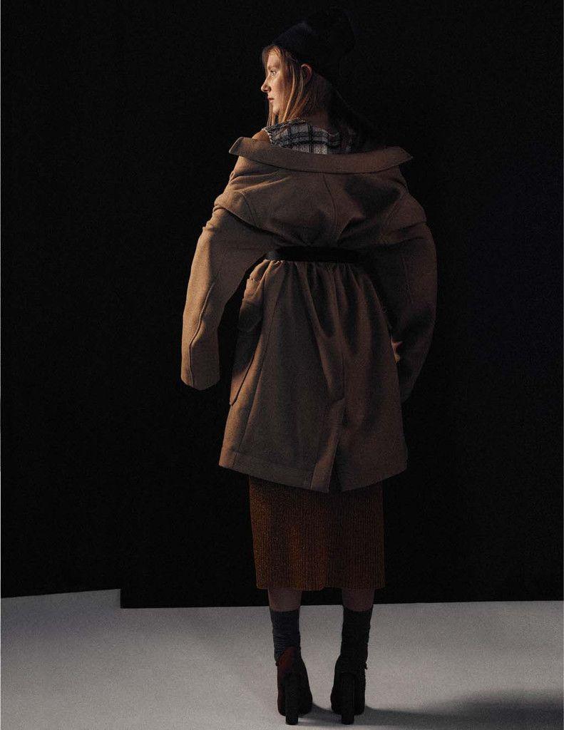 Inae wears dress Vitor Zerbinato, skirt Gig, coat Lacoste.