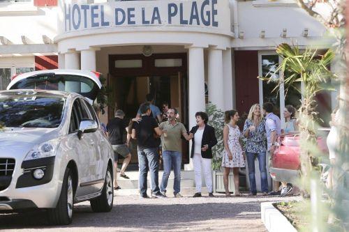&quot&#x3B;L'Hôtel de la Plage&quot&#x3B; saison 2 Episodes 5 &amp&#x3B; 6  Mer.30 et Jeu.31 Août 2017 [Replay] France 2