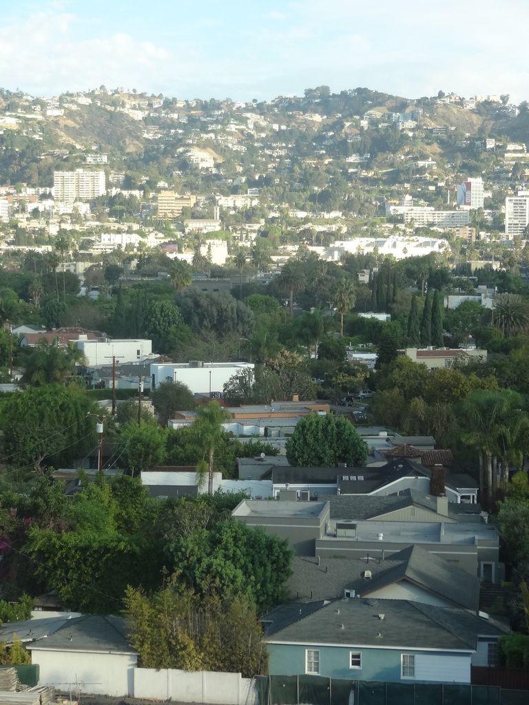 Les collines de Beverley Hills, le richissime quartier de Los Angeles, un pouvoir d'achat élevé qui se ressent dans le commerce