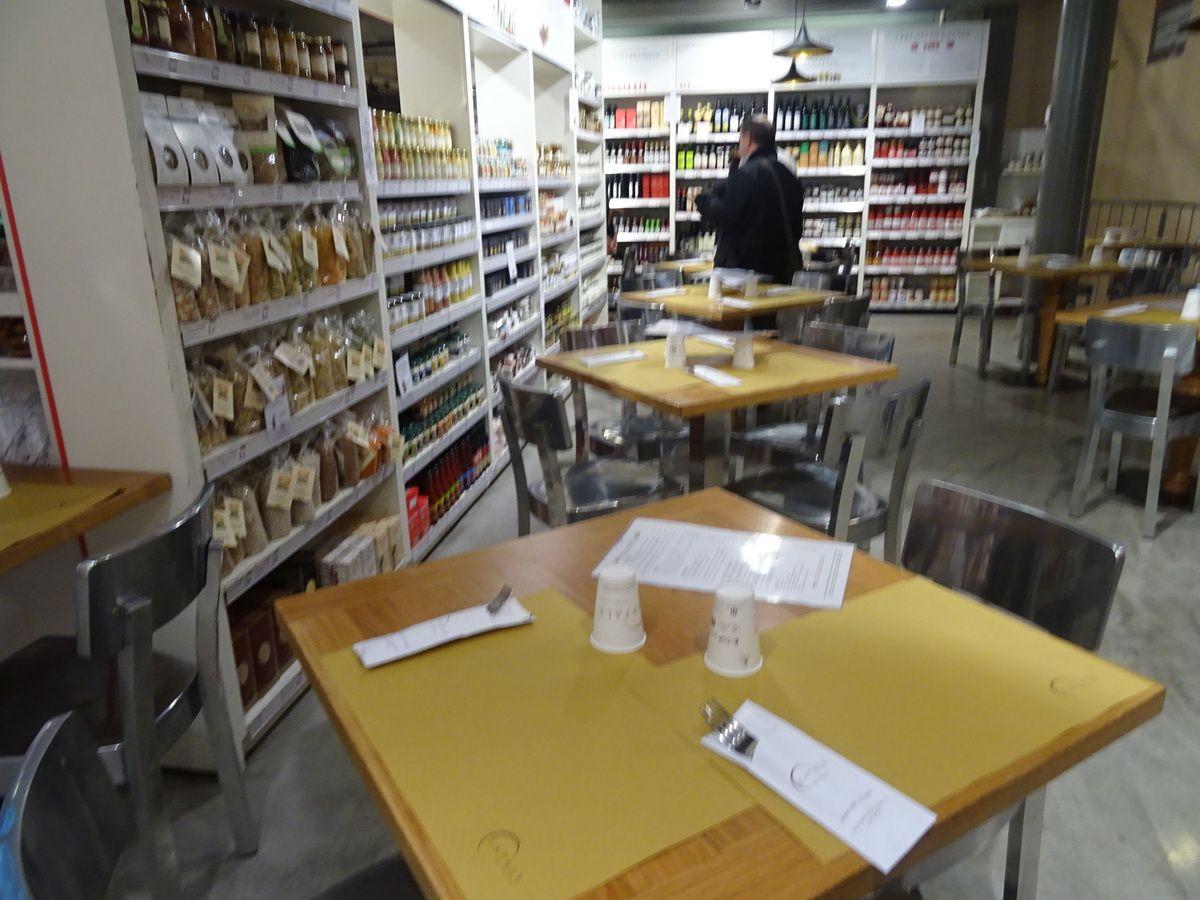 Le mélange restauration et épicerie habituel chez Eataly