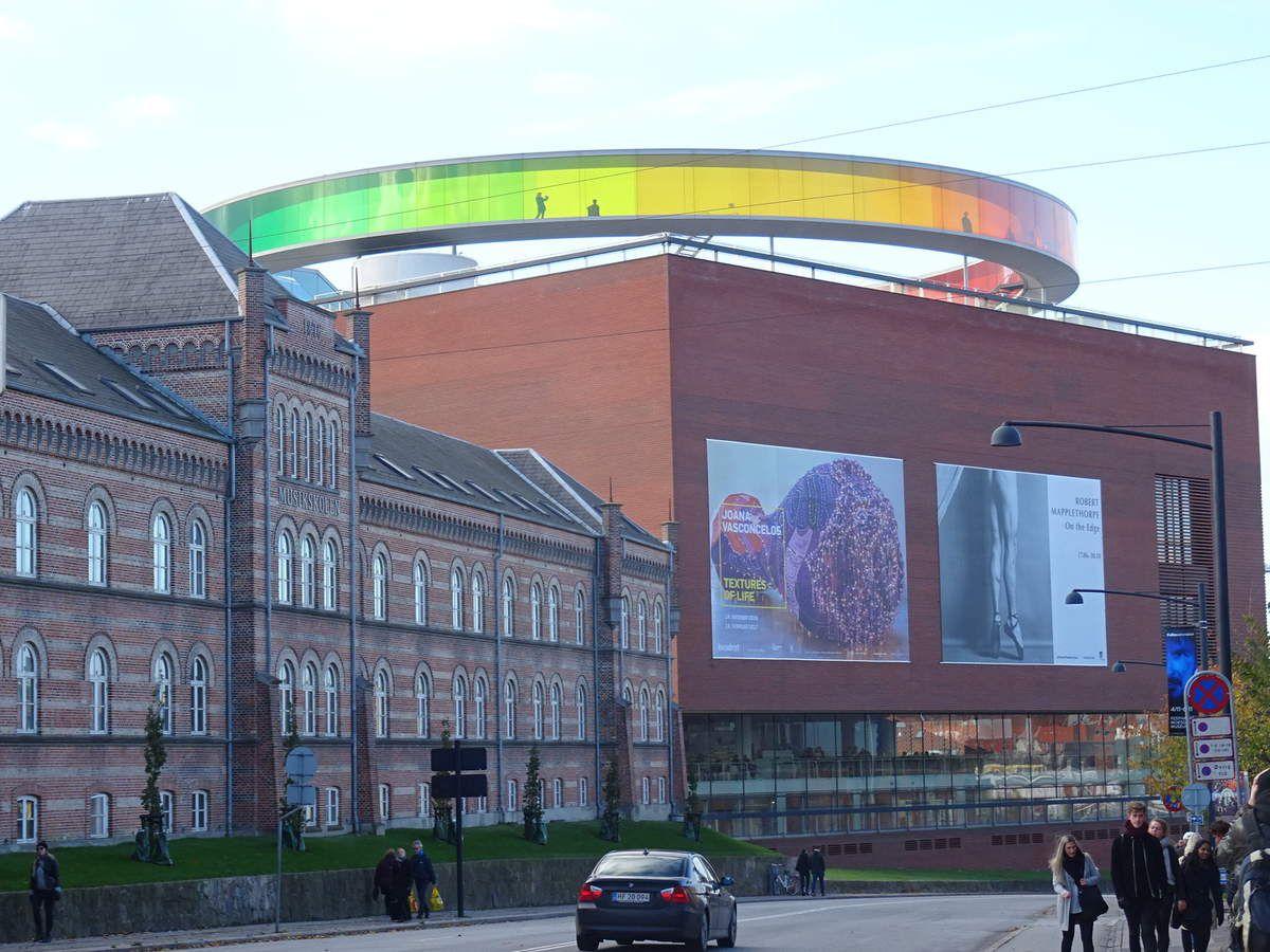 L'un des principaux musées de Aarhus, on peut faire le tour circulaire et bénéficier avec l'arc en ciel de superbes vues sur la ville
