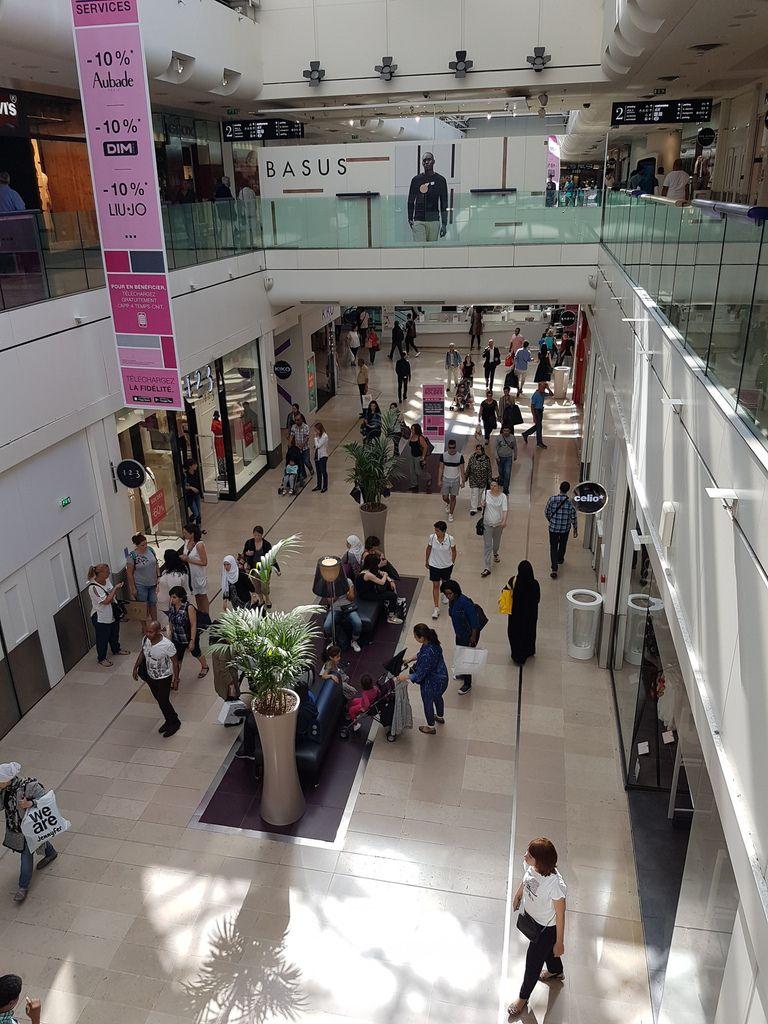 Les 4 Temps, le 1er centre commercial Français, 2 heures après l'ouverture des soldes mercredi