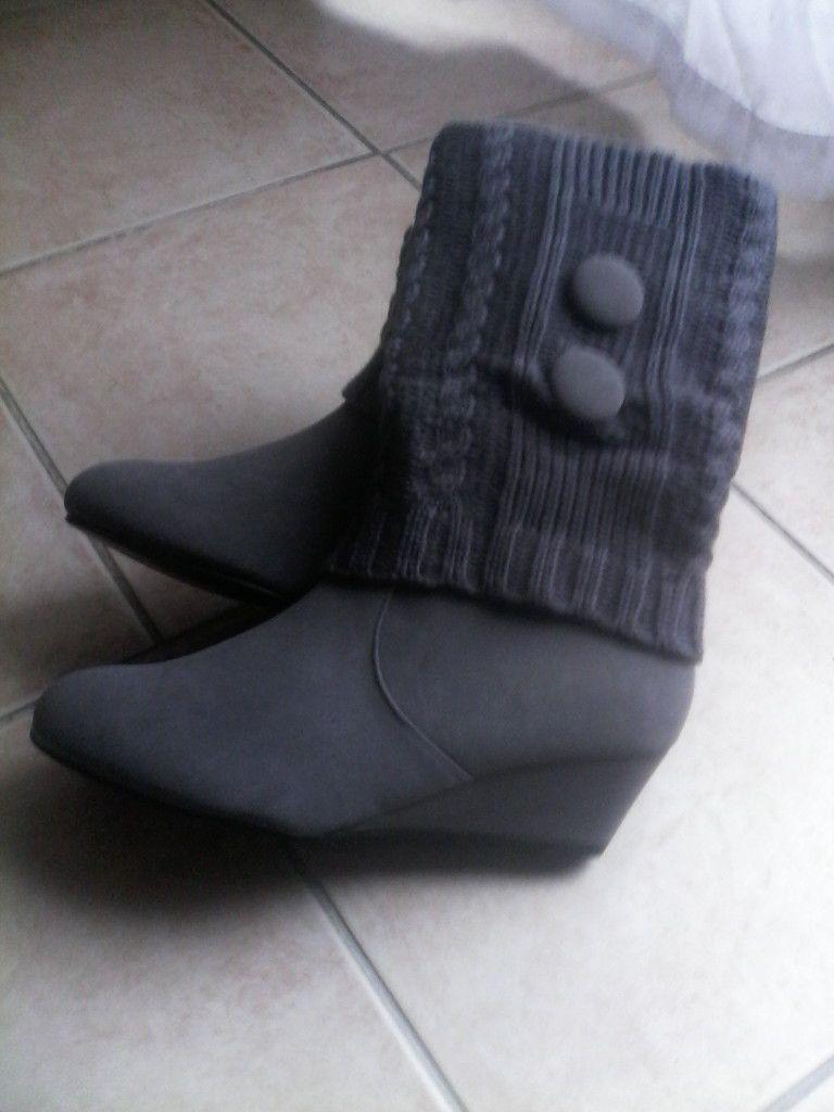 """bottes ou bottines """"bleues"""" (plutôt grises en fait) 9.99"""