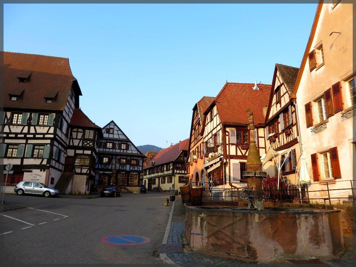 La fontaine de l'ours, au centre de Dambach-La-Ville